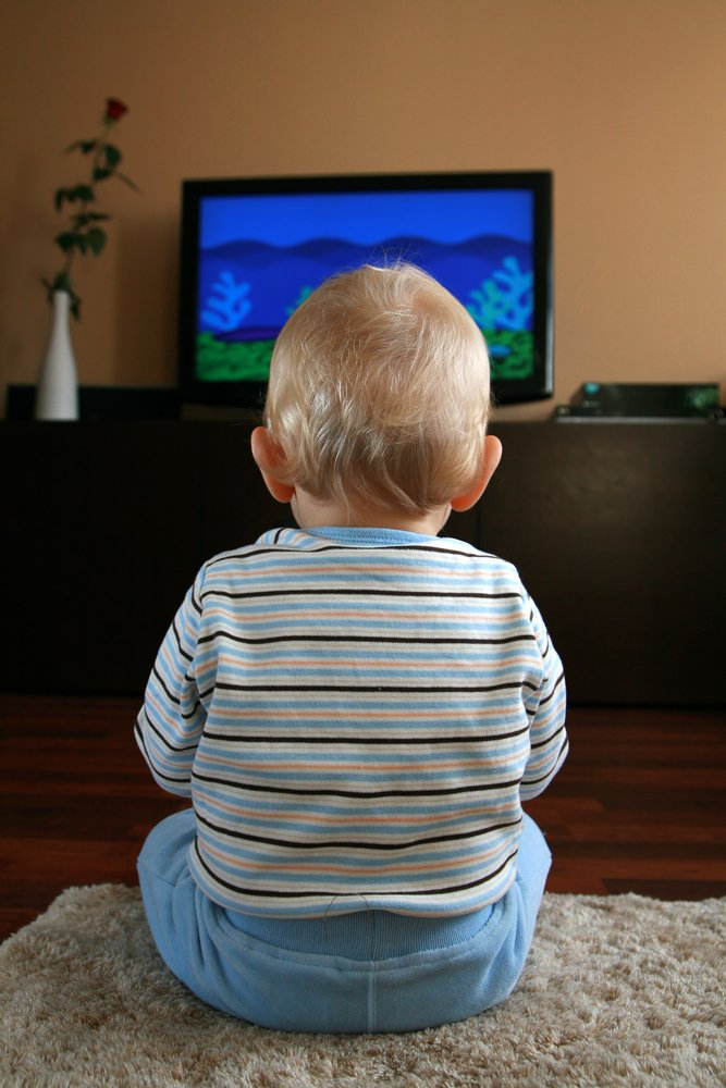 children watch too much television essay Momjunction gives you an insight about the good and bad effects of television on children and tv too much can how much tv your kids watch.