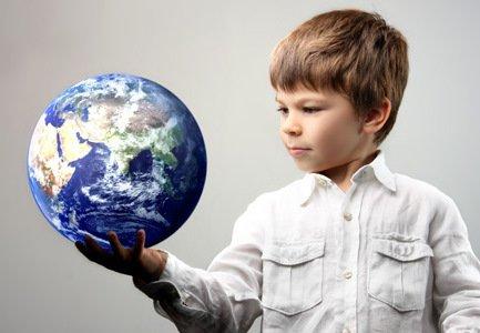 Мальчик с критическим мышлением, обучение и развитие детей