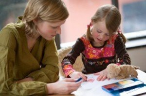репетитор занимается с ребенком, правильный выбор учителя