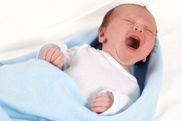 малышка плачет, погодные изменения