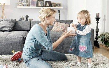 мама с девочкой, что должен знать и уметь ребенок
