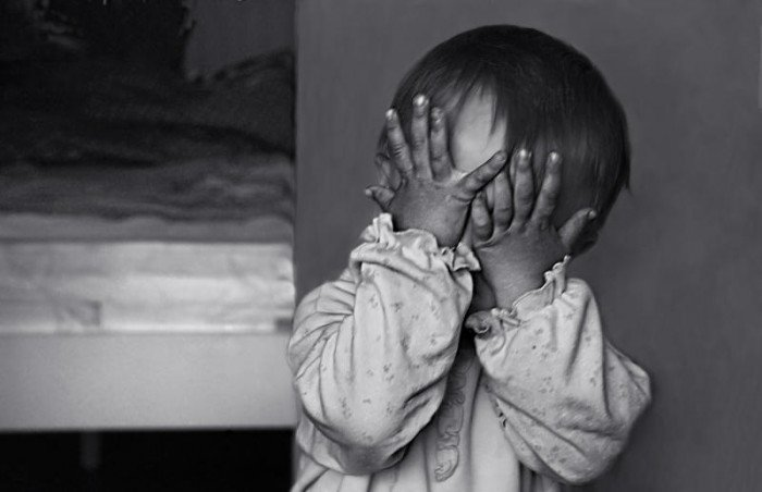ребенок напуган и плачет, испуг малыша