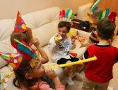 дети играют, непогода и игры дома