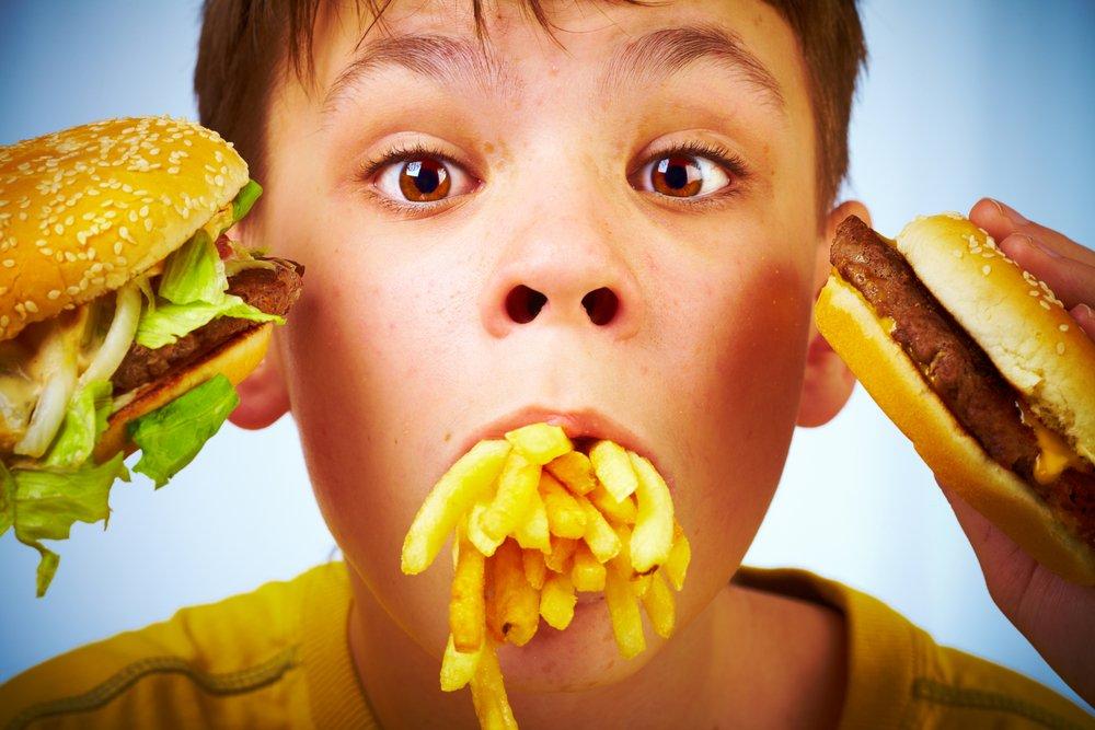 Ребенок и фаст-фуд: как отучить малыша от вредной пищи?