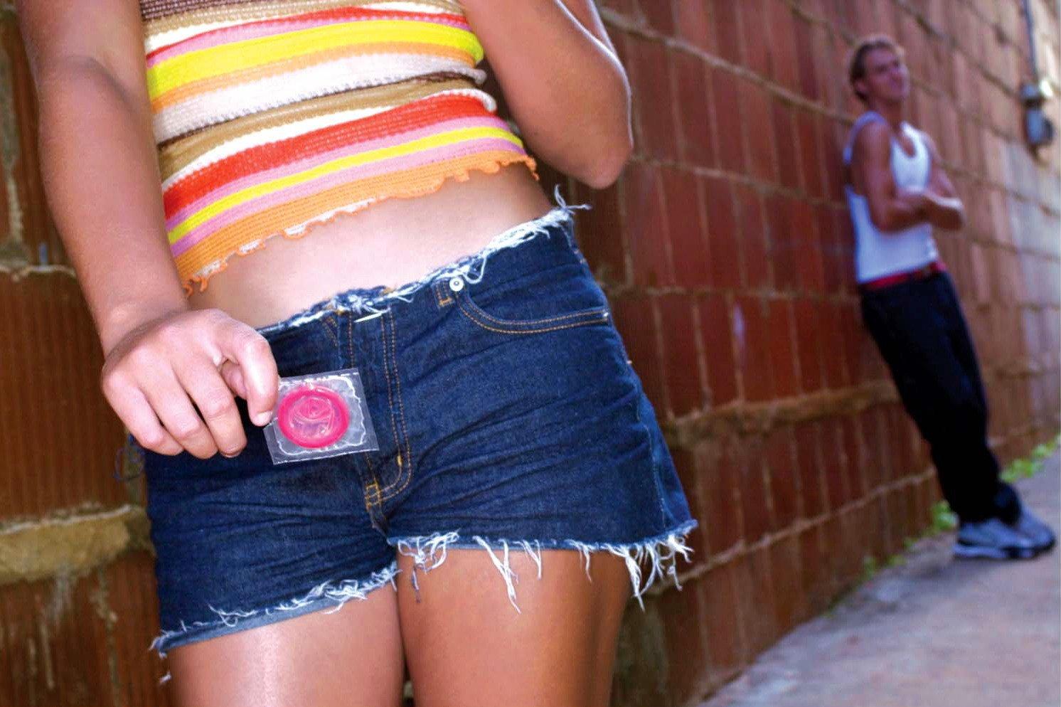 Подросток и презервативы: как познакомить со средством защиты?