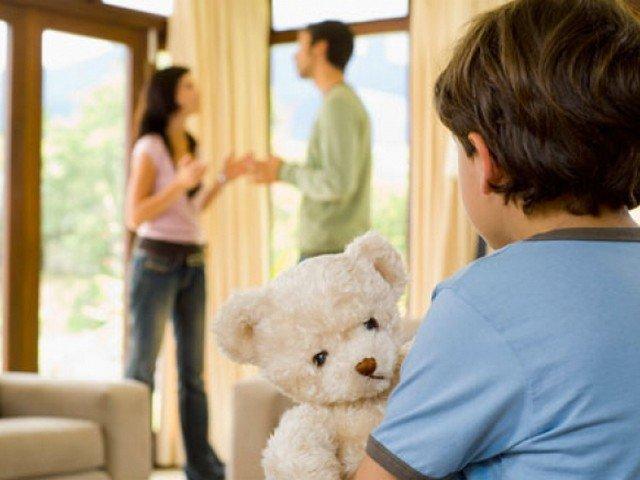 ребенок играет с выдуманным другом, когда следует обратиться к врачу по поводу невидимых друзей