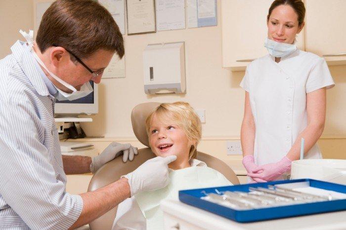 ребенок на приеме у стоматолога, способы устранения неприятного запаха
