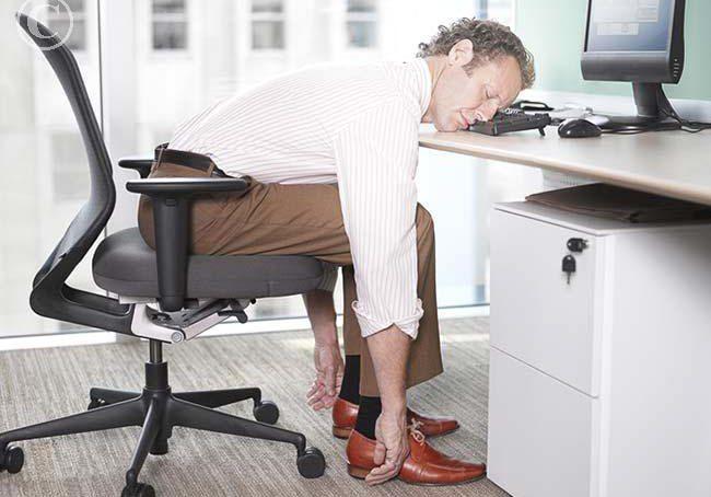 отпускной синдром, мужчина спит на работе