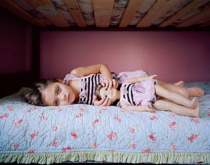 девочка с куклой, куклы на разный возраст
