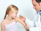девочке делают прививку, необходимая вакцинация для ребенка