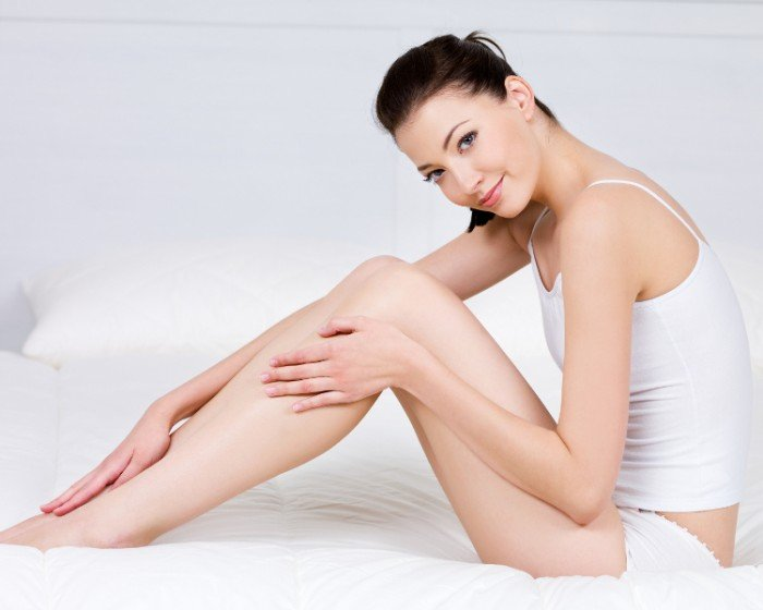 девушка с красивыми ножками, возникновение венозных узлов в период беременности