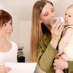 Причины, по которым необходимо уволить няню ребенка: сигналы родителям.