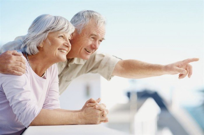 мужчина и женщина радуются жизни, достижение долголетия