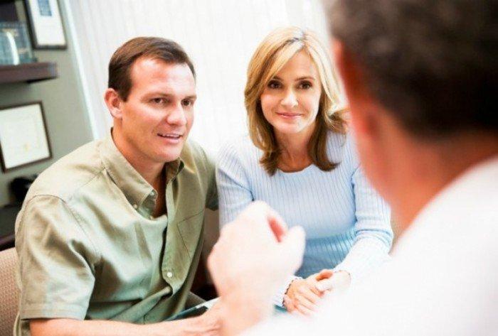 пара на приеме у врача, анализы перед зачатием ребенка, которые должен сдать мужчина