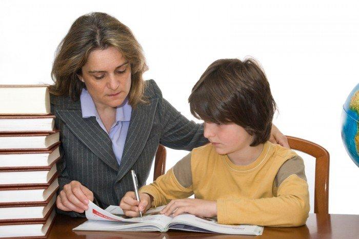 репетитор занимается с ребенком, качества выбираемого учителя