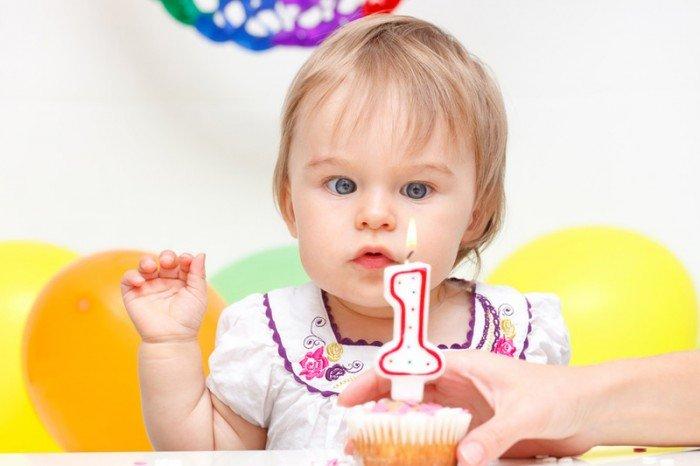 малышке годик, какие подарки дарить на год ребенку