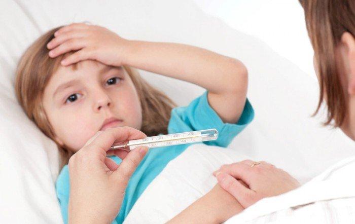 ребенок  на приеме у доктора, симптомы проявления заболевания
