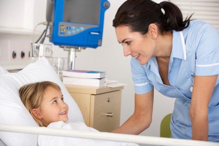 ребенок в больничной палате, как подготовить малыша к больнице