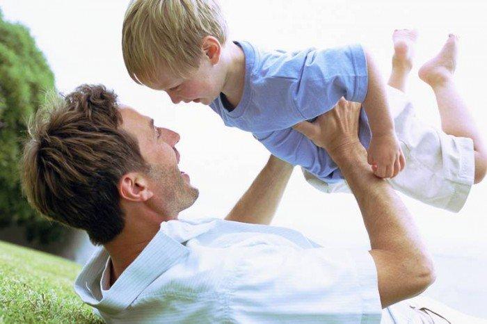 папа играет с сыном, какие папы существуют