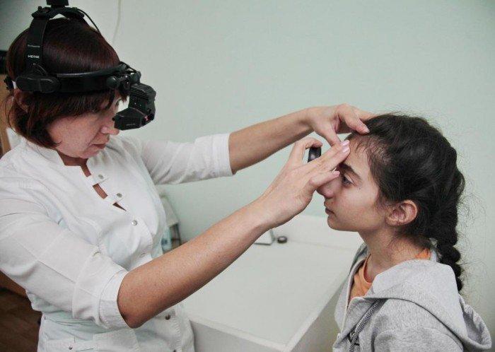 девочка у окулиста, лечение халязиона