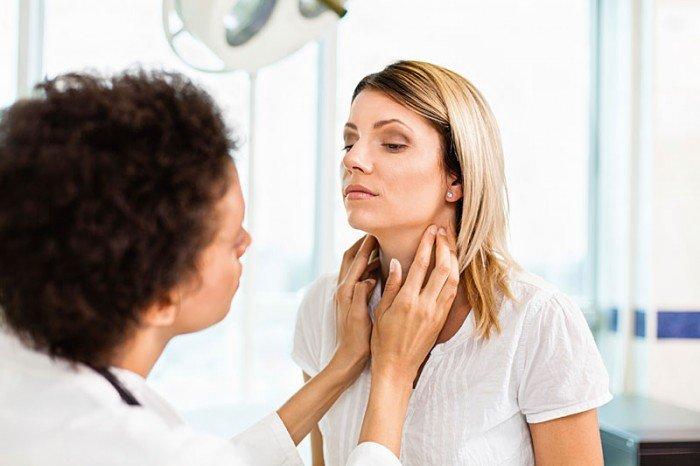 Список врачей, которых должна посетить женщина после родов, женщина у эндокринолога