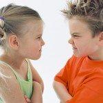 Почему брат и сестра не могут поладить и что делать родителям в данном случае