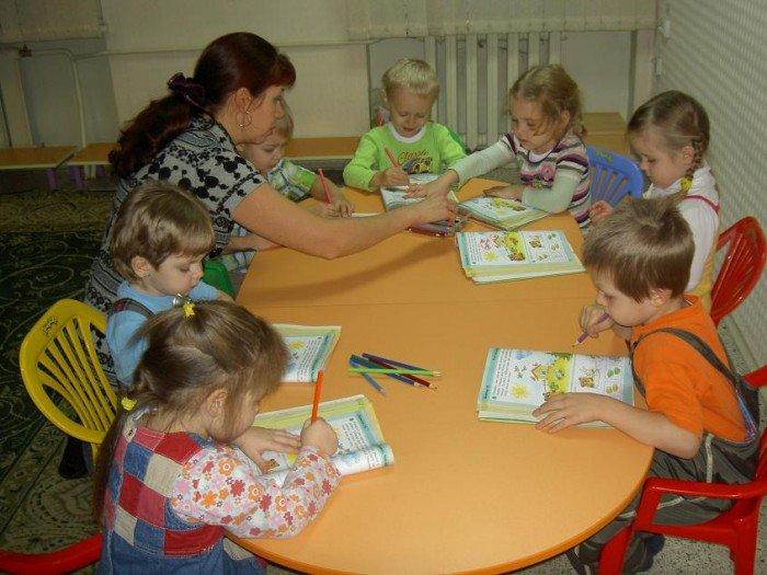 детки рисуют