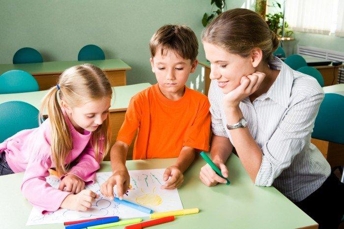 мама занимается с детьми