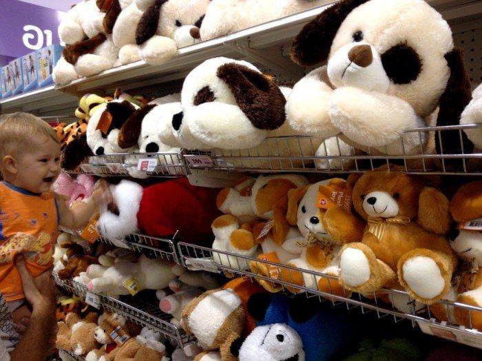 Мягкие игрушки в магазине