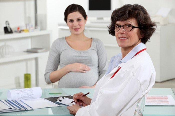 женщина на приеме у врача, причины возникновения и лечение