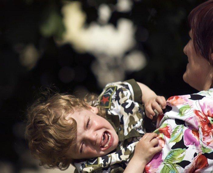 ребенка уговаривают, рекомендации ролителям по воспитанию малышей