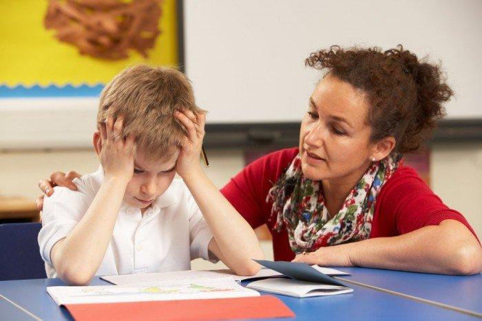ребенок испытывает стресс во время учебы