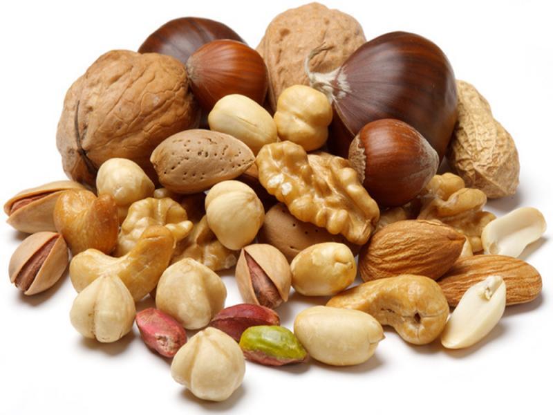 большое количество разнообразных орехов