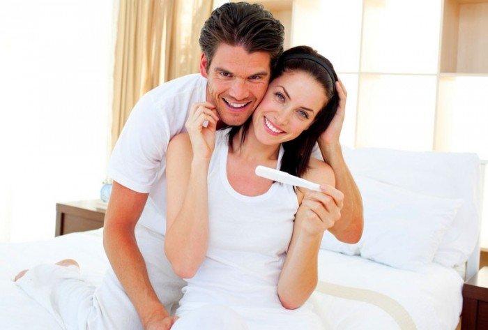 мужчина и женщина радуются беременности, совместимость мужа и жены