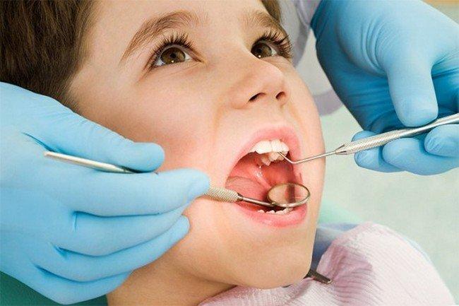 Почему нужно лечить молочные зубы