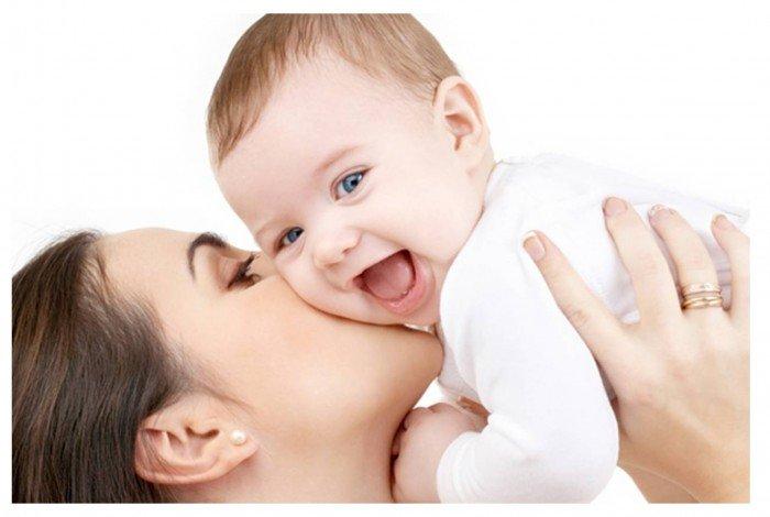 Музыка для грудничков: мама поет ребенку попевки, потешки, колыбельные