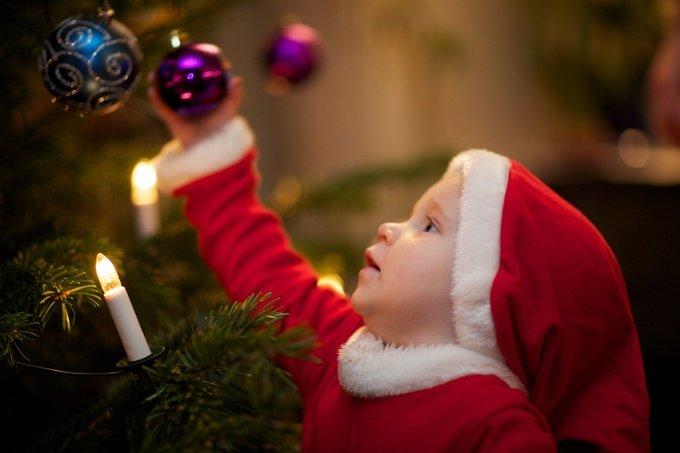 Где отметить Новый год с ребенком: украшаем елку