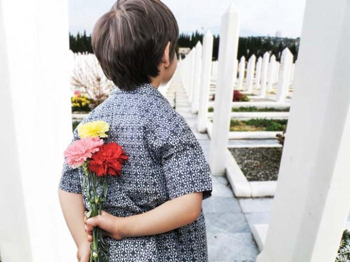 ребенок на кладбище, переживание смерти друга
