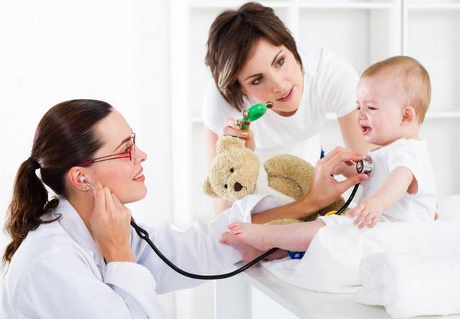 Ребёнок боится осмотра педиатром