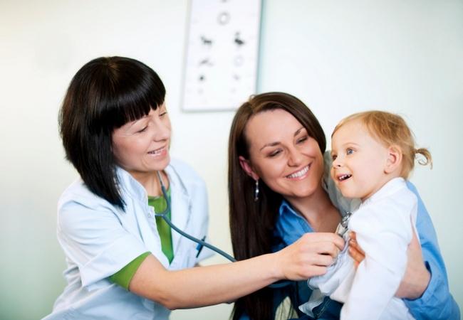 Мама с дочкой пришли на приём к педиатру