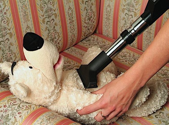 Обработка мягких игрушек пылесосом