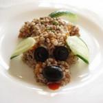 Собачка из гречневой каши с огурцом и маслинами
