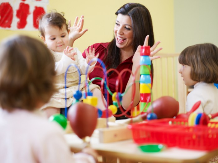 воспитатель и детки, как наладить отношения родителям с воспитателем