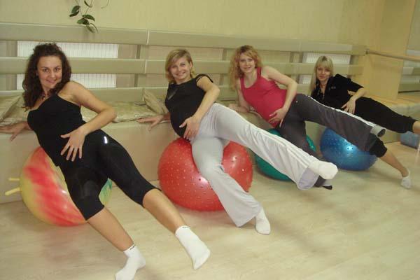 Тренировка беременных в кабинете ЛФК