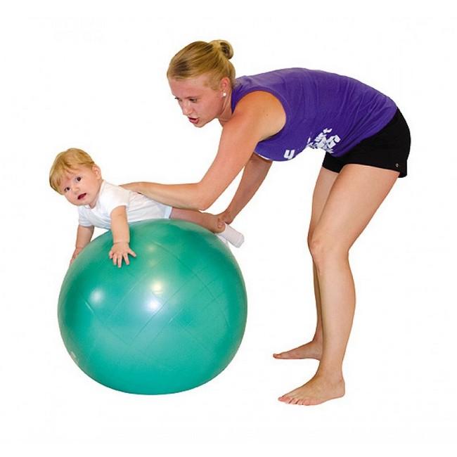 """Упражнения на фитболе для грудничков: """"Пружинка"""""""