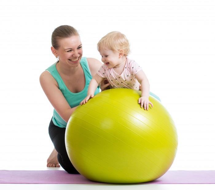 Упражнения с фитболом для грудничков