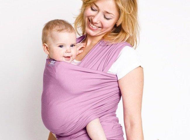 Мама с ребёнком в слинге-шарфе