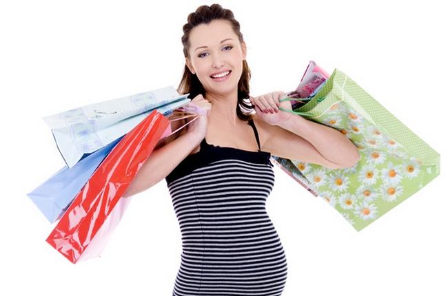 Будущая мама с покупками