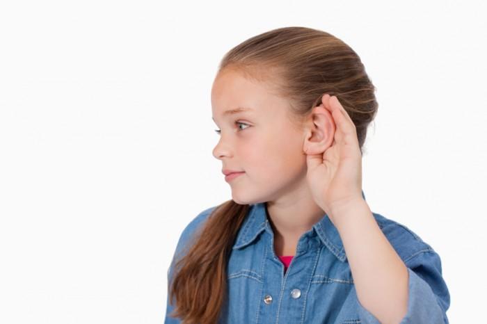 девочка плохо слышит, когда стоит бить тревогу