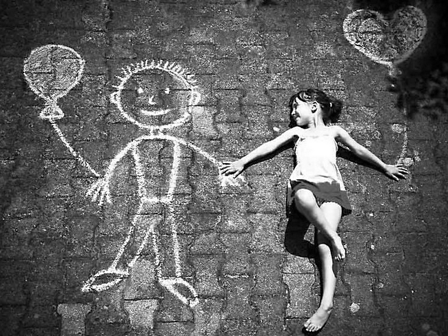 Девочка нарисовала воображаемого друга